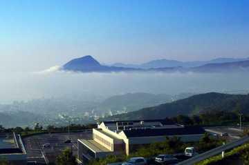 別府湾SAより高崎山を眺める