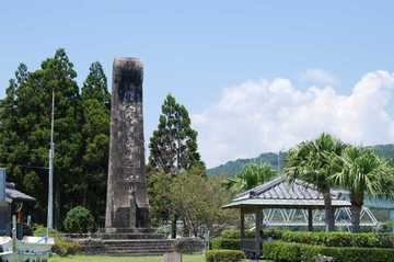 「日本海軍発祥の地」碑がある美々津