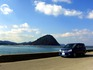 萩城跡(指月山)が見える港にて