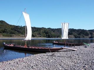 四万十川の帆を張った帆母船
