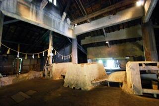 菅谷高殿の内部。。。。中央にあるのが炉になります