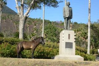 馬と記念写真 鹿児島の開聞岳にて