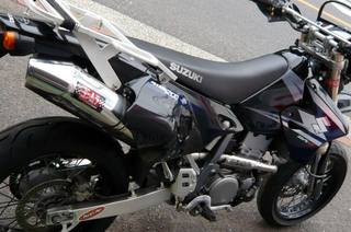 DR-Z400SMのマフラーをOval-Coneチタンサイクロンに変更