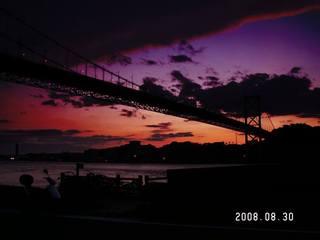 夕暮れの関門橋とアドレスV125G