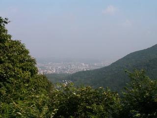 あじさいの湯から鷹見神社に抜ける峠より、引野方面