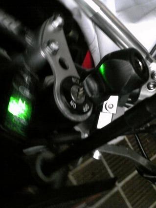 スナップオンのキーホルダーをDR-Z400SMに指してみました。