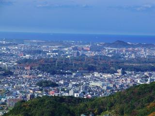 峠からの風景 芦屋や宗像方面が見えますね。
